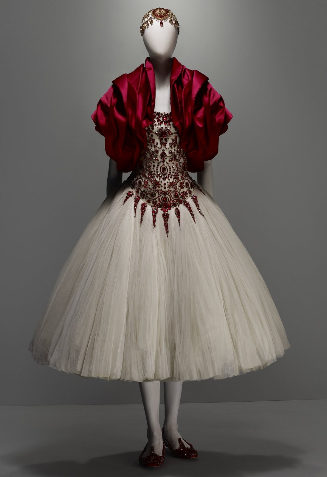 Idiosyncratic Fashionistas: Alexander McQueen: Savage Beauty