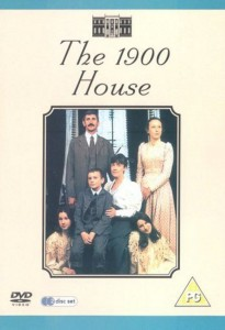 reality show the 1900 house yaitu acara diman seluruh peserta harus menjalani hidup seperti di jaman dahulu