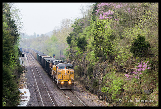 UP 6578 and UP 7253 lead a coal train east on Union Pacific's Jefferson City Subdivision.