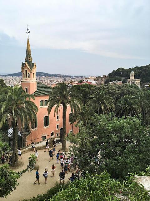 GDZIE ROBIĆ ZAKUPY SPOŻYWCZE w Barcelonie