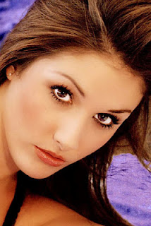 Lucy Pinder eyes face