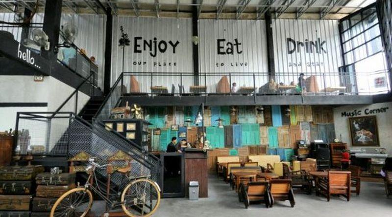 Gudang koleksi dan Food Showroom (tripadvisor.com)