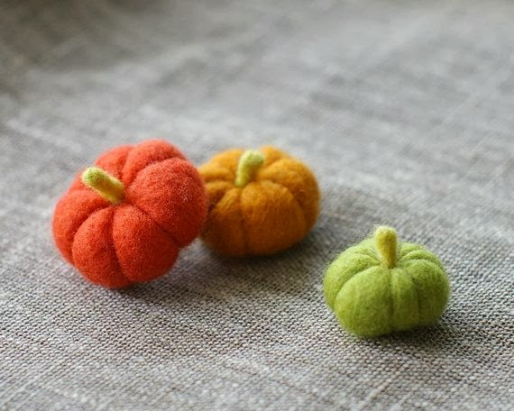 Felted Mini Pumpkins - 8 Great Fall Felt Crafts! www.twenty8divine.com