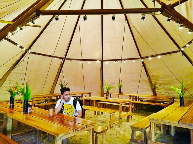 fasilitas kantin di wisata alam mawai lampung