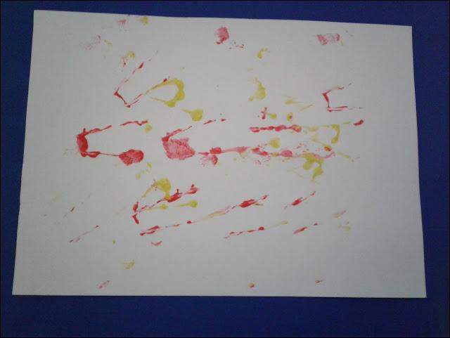 pintura com rolinho de papel higiênico e elástico