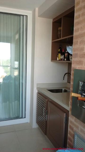 Balcão refrigerado com 1 porta + compressor em madeira pintada com laca fosca