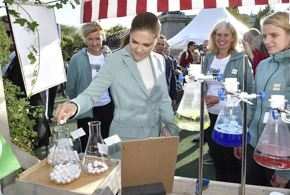 Crown Princess Victoria wore RODEBJER Anitalia Suit. stylish blue pantsuit at the opening of the Keep Sweden Clean event