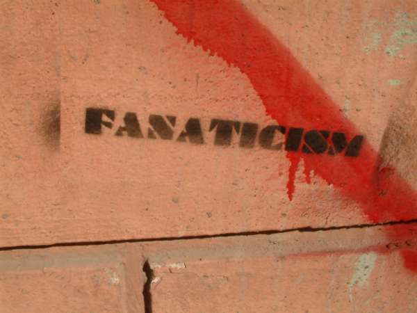 http://2.bp.blogspot.com/-4FGLON6GREc/Td4N5EDtkPI/AAAAAAAAAFI/FCjjGrLN6aA/s1600/fanaticism-776818.jpg