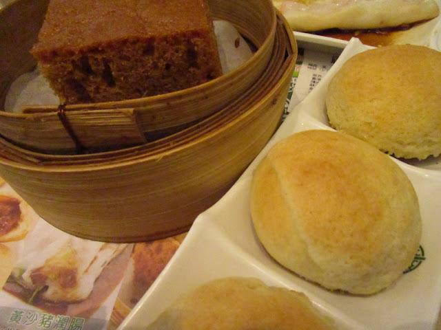添好運 馬拉糕(マーラーカオ)と酥皮焗叉燒包(ベイクド チャーシューパオ)