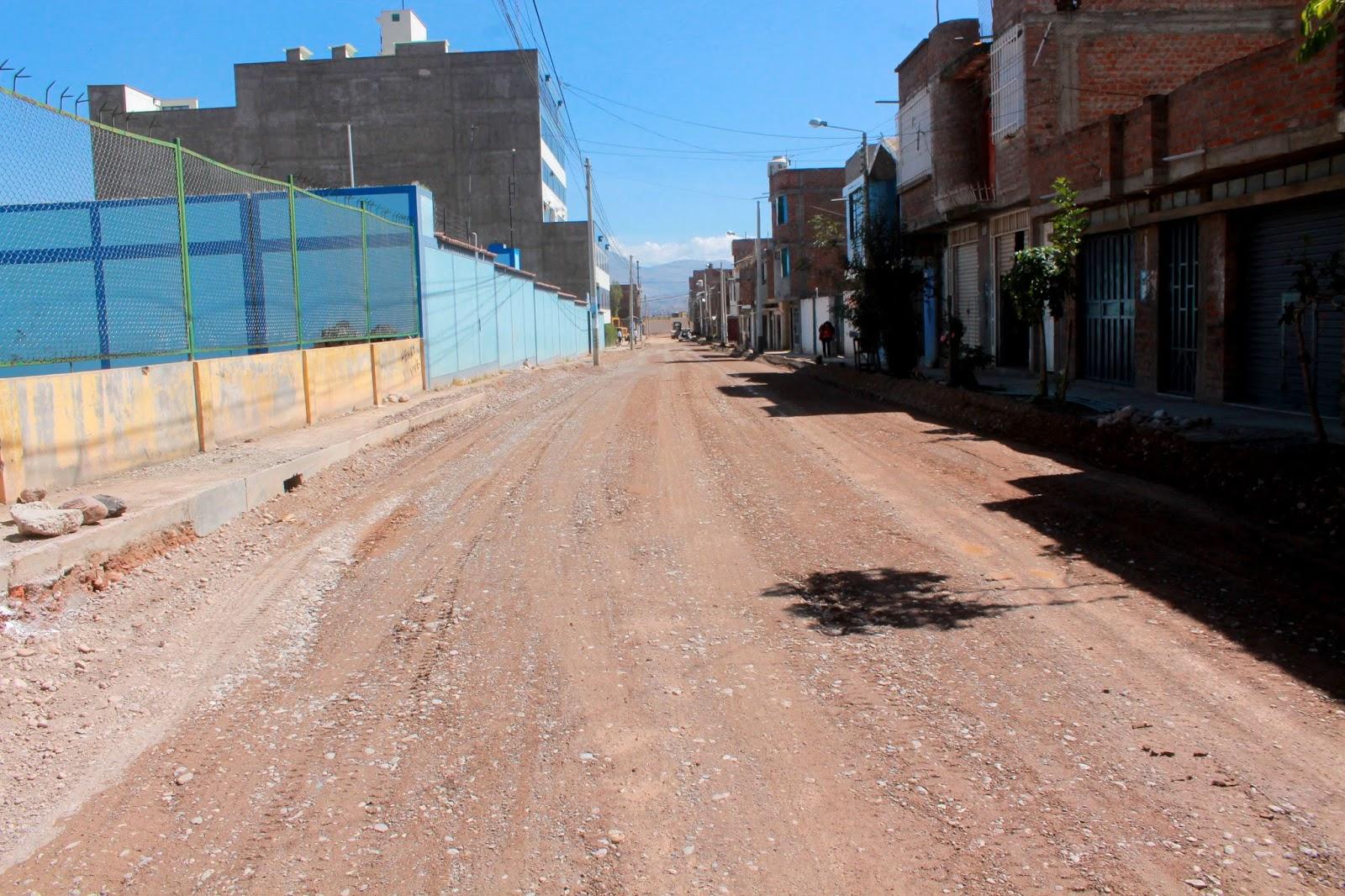 PAVIMENTACIÓN AVANZA A PASO FIRME EN LA URBANIZACION ISABEL FLORES DE OLIVA