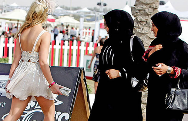 15 обычных вещей, которые вы не можете делать в Дубае, иначе вас арестуют!