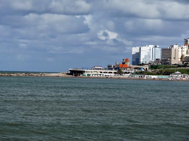 El mar y el Torreón del Monje.