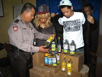 Rihanna ditangkap karena memasok minuman keras oplosan