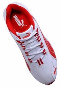 ... a primeira marca esportiva a utilizar a técnica de vulcanização na  produção de calçados. Isto resultou em um novo processo para fabricar  chuteiras f6bbb58242623