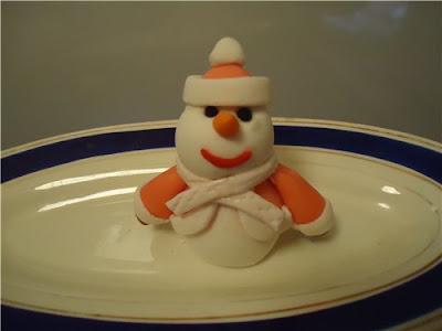 десерты на Новый год, выпечка на Новый год, новогодние десерты, новогодние блюда, новогодние сладости, рождественские десерты, рождественские сладости, рождественская выпечка, что приготовить на Новый год, что приготовить на Рождество, праздничные рецепты, новогодние рецепты, рождественские рецепты, новогодний стол, Новогодние сладкие рецепты, Безе новогоднее «Елочки», Безе «Шишки», Ёлочка из айсинга, Ёлочки из кондитерской мастики для украшения торта (МК), Ёлочка из кондитерской мастики ножницами, Ёлочки из сахарно-желатиновой кондитерской мастики, Ёлочка из лимона, лайма или других цитрусовых, Ёлочка из мастики и белого шоколада, Ёлочка из мастичных снежинок, Заснеженные ёлочки из шоколадных хлопьев, «Заснеженные ёлочки» — песочное печенье, Клубника в шоколаде: рецепты, идеи, оформление, Клубника в шоколаде с маскарпоне, Клубника в шоколаде Санта-Клаус, Кружевные съедобные шарики-безе, Миндальное пирожное «Ёлочка» с белым шоколадом и фисташками, Мягкое апельсиновое печенье, «Новогоднее» — имбирное печенье, «Новогодние звезды» — сметанно-медовое печенье, «Новогодние снежинки» — шоколадное печенье, Новогодний апельсиновый торт, «Пряное» — новогоднее печенье с шоколадной помадкой, «Рудольф» — новогодние шоколадные пирожные, Снеговик в шубке из мастики, Снеговики из безе для новогоднего стола, «Творожные Снеговички» — новогодний десерт, «Шапка Деда Мороза» — клубничный десерт, «Шишки» — новогодние пирожные,, закуски из яиц, десерты снеговик, блюда на рождество, блюда на Новый год, как сделать снеговика из яиц, как сделать съедобного снеговика, как сделать десерт снеговик, блюда снеговик, снеговик в домашних условиях, блюда в виде снеговика как сделать, снеговики на праздничный стол, новый год 2021, новый год 2022, снеговик, оформление блюд, десерты снеговик, салаты снеговик, закуски снеговик, блюда снеговик, еда, рецепты снеговик, рецепты кулинарные, рецепты новогодние, блюда на Новый год, новогоднее, рецепты рождественские, Новый год, Рождество, 2021, блюда для детей