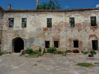 Клевань. Замок Чарторийських. Вигляд з внутрішнього двору
