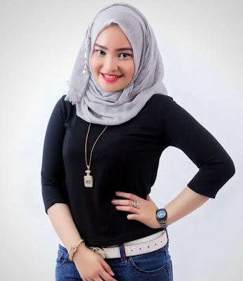 Konsep Foto Hijab Potrait simpel baju ketat dan manis pingul indah dan suka sekali