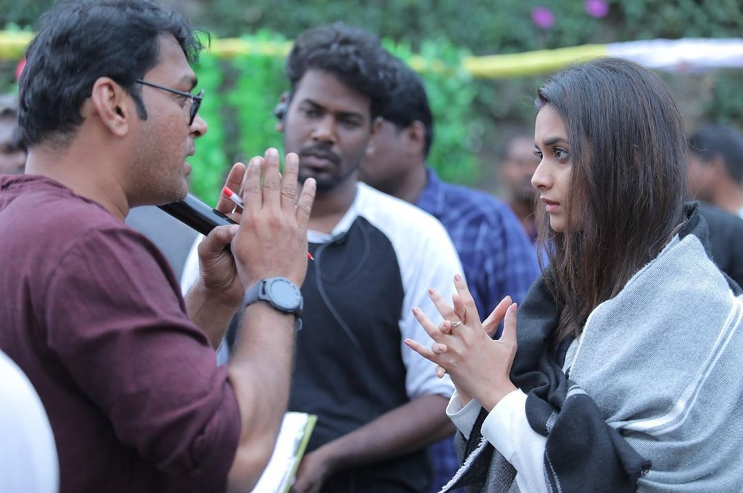 Keerthy Suresh with Cute and Awesome Expressions with Penguin Movie Team While Shooting