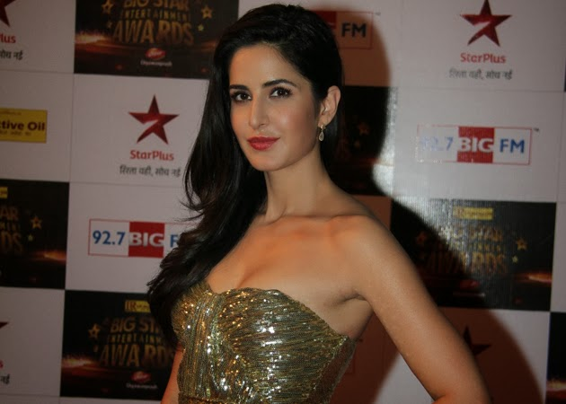 Dhoom 3 Katrina Kaif Looking Hot Dresses and Makeup