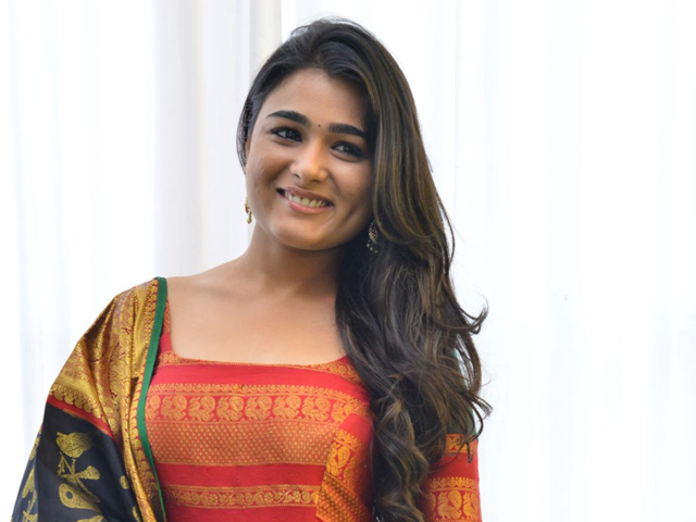 Shalini Pandey Most gorgeous Photos| Spicy Pictures