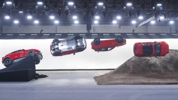 Jaguar E-PACE Record Guinness salto 270°