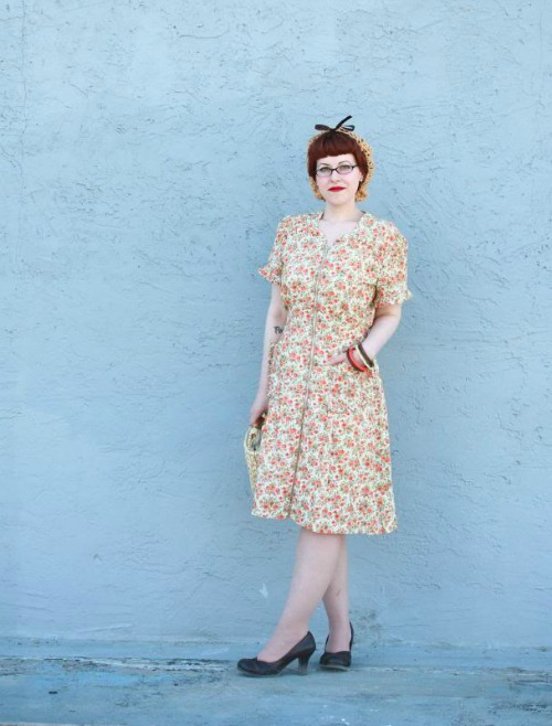 http://www.chronicallyvintage.com/2013/09/a-darling-1940s-housedress-fun-fact.html