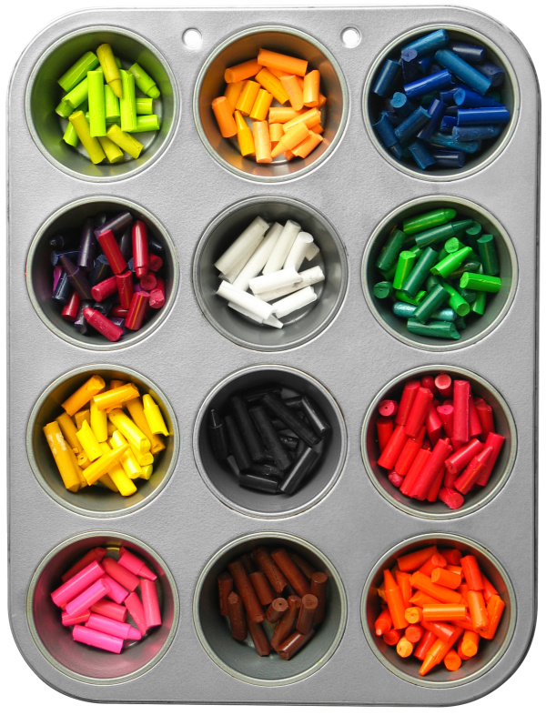 Make your own crayons in fun shapes using this easy recipe tutorial for kids!  Recycle those old crayon pieces into something new like alphabet or muffin tin crayons. #homemadecrayons #homemadecrayonsforkids #recycledcrayons #recycledcrayonsdiy #makeyourowncrayons #crayons #muffintincrayons #growingajeweledrose #crayonsrecipe #crayonscraft