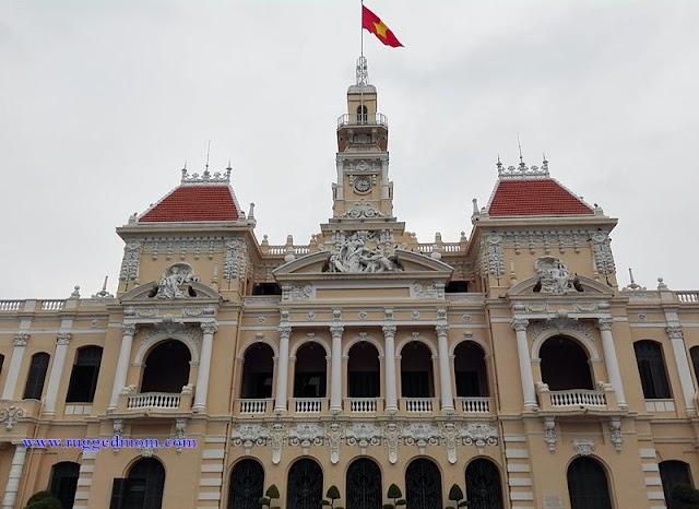 People's Committee Building   Bangunan lama berciri Peranchis di Ho Chi Minh City