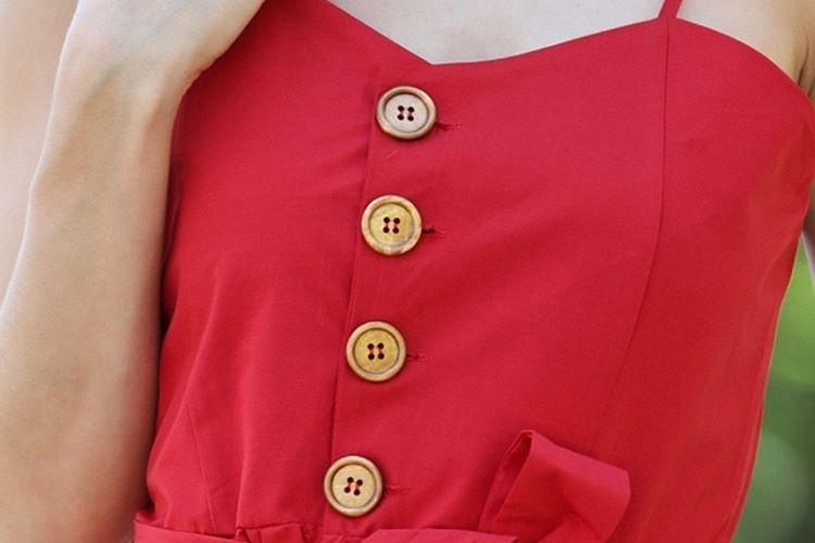 Eskiyen gömlek, hırka ve palto sadece düğmeleri değiştirilerek daha şık bir parçaya dönüştürülebilir.