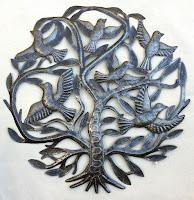 Дерево жизни с летающими птицами