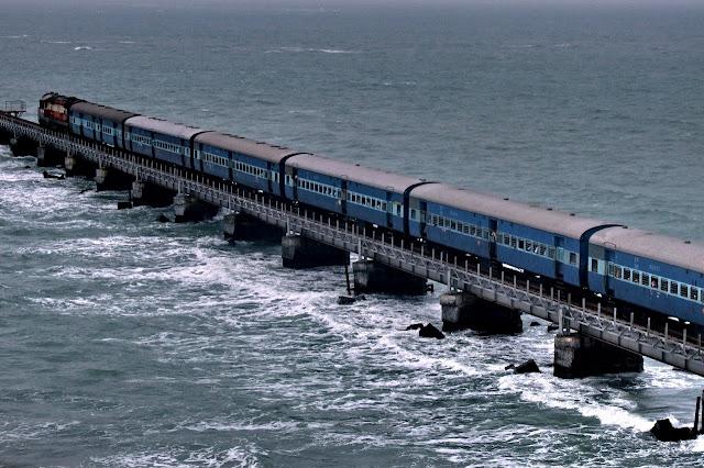Смешная картинка поезд на море, открытки прикольные картинки