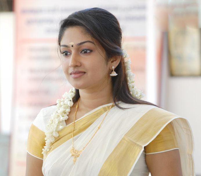 Malayalam actress Mithra Kurian saree stills