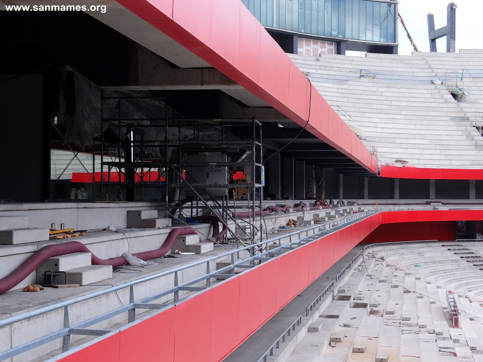 ... apreciar los puntos LEDs de la fachada que permitirán el cambio de  color y ambientación del estadio según juegue el Athletic Club y marquen  goles. f0c62120fcb65