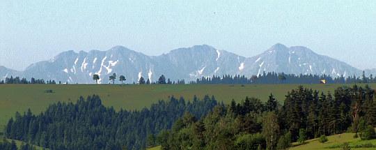 Pierwsze widoki na Tatry zaraz po wyjściu z Rabki-Zdroju.