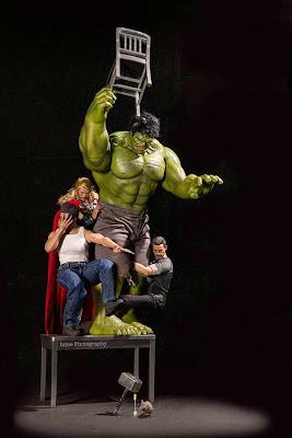Wolverine, Thor, Tony Stark  y Hulk asustados por un ratón