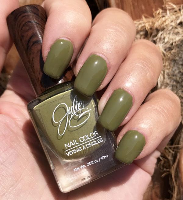 Polarbelle: JulieG nail polish