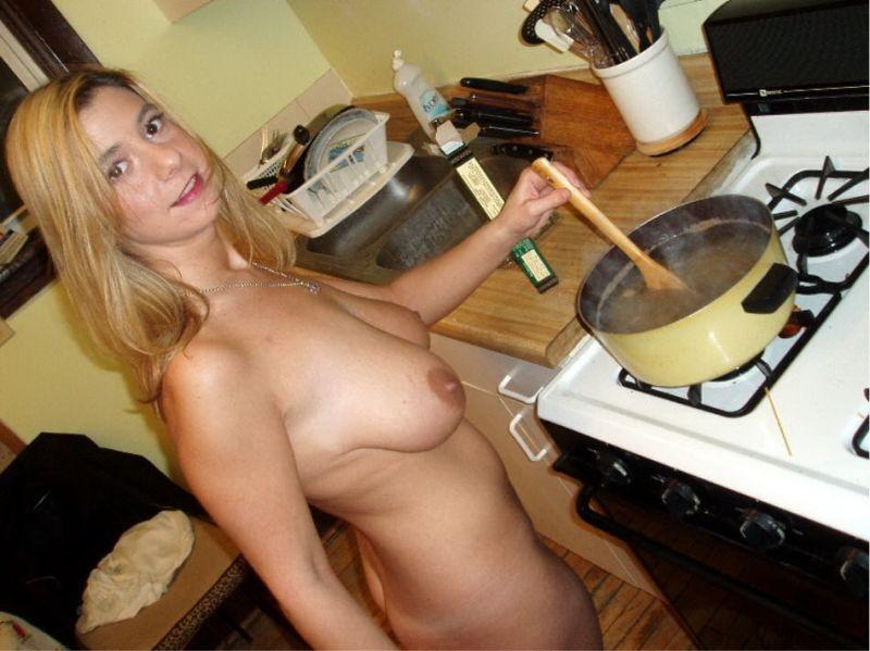 ищет моя жена голая на кухне фото пьяных девок
