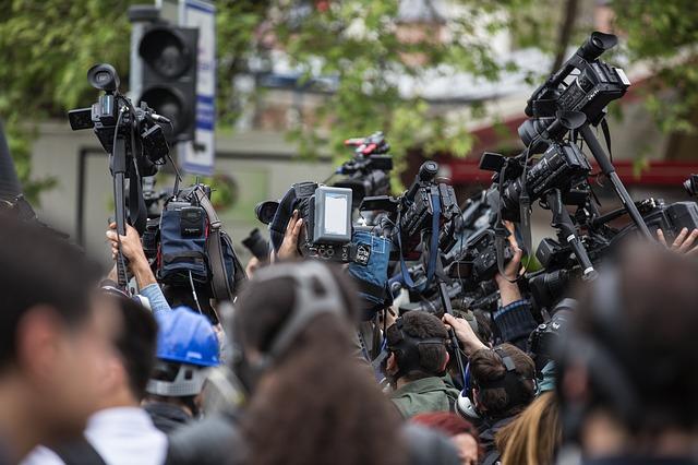 Dasar-Dasar Jurnalistik Penyiaran, Pengertian, Produk dan Sanksi dalam Jurnalistik Penyiaran