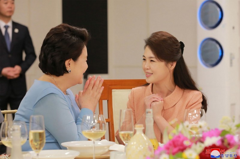 It was also as touching to see the first ladies bond on live TV, just as it was to see President Moon and Kim Jong-un meeting each other for the first time,