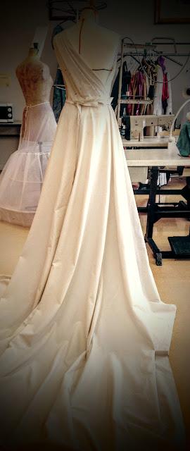 Modéliste couturière de robes de soirée à Versailles