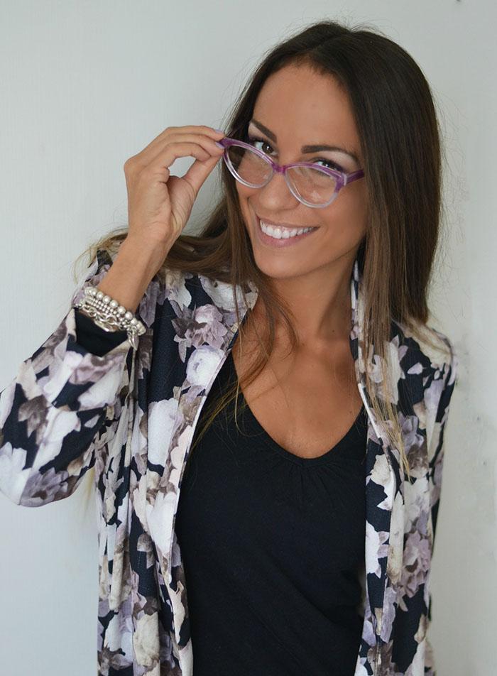 occhiali da vista con piume