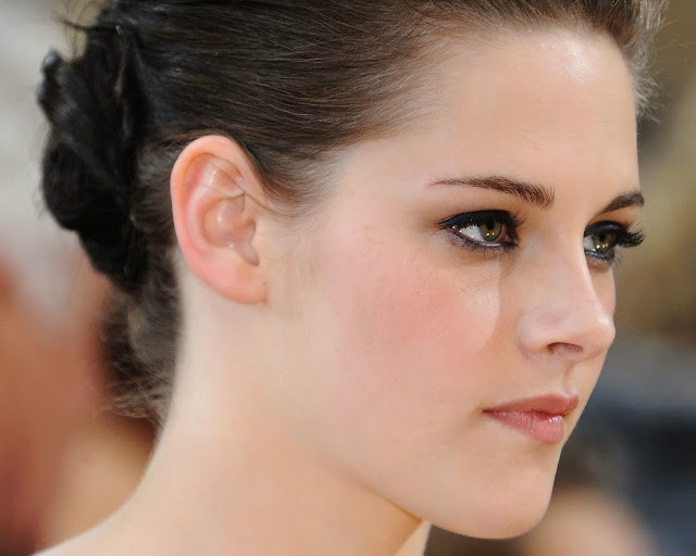 LIST OF BEAUTIFUL EYE ACTRESS IN THE WORLD