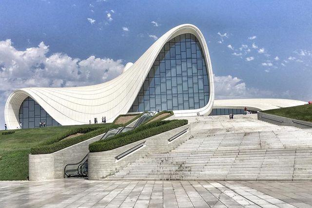Profil Dan Karya Futuristik Zaha Hadid