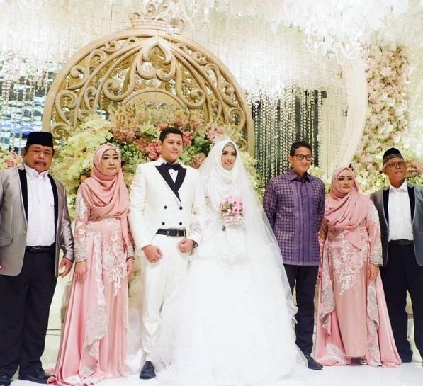 Foto Pernikahan Adik Oki Setiana Dewi
