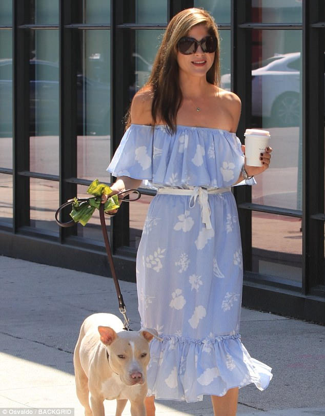 Selma Blair Goes Off The Shoulder