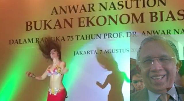 Anwar Tertawa.. Minta Penyanyi Putri Ayu yang Hadir Malah Penari Perut di Peluncuran Bukunya