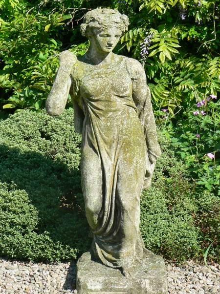 Old Garden Statue: Collectibles Coach