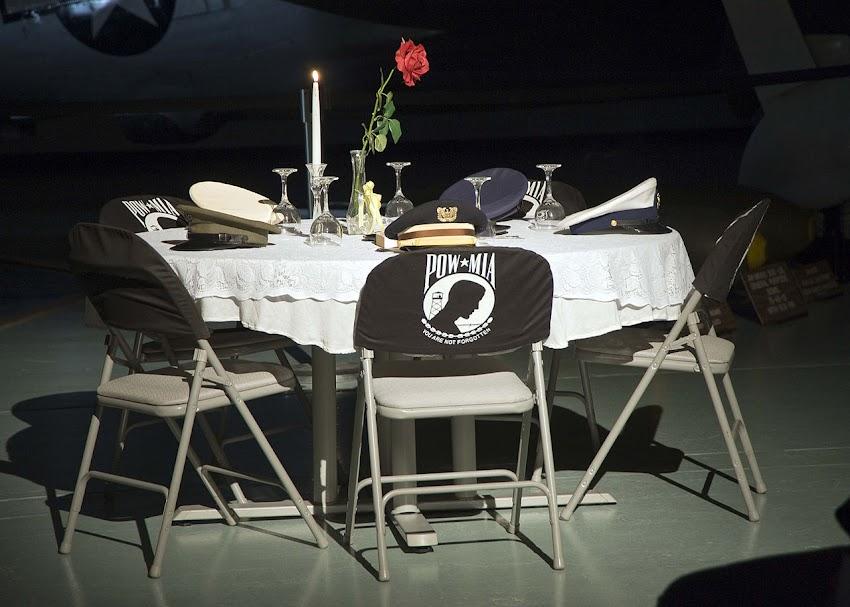 Lo Sapevi Che Il Missing man table  a volte chiamato Fallen comrade table