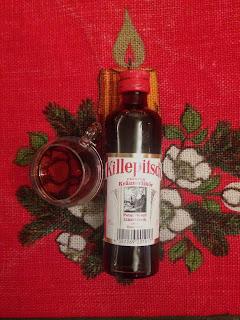 Flasche und Glas Killepitsch Premium Kräuterlikör