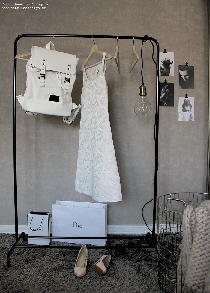 annelies design, webbutik, webshop, inredning, sovrum, klädställning, modellbilder, vykort, svart och vitt, gaston luga, väska, ryggsäck, rea, lampa, lampor, heltäckningsmatta, sovrummet,